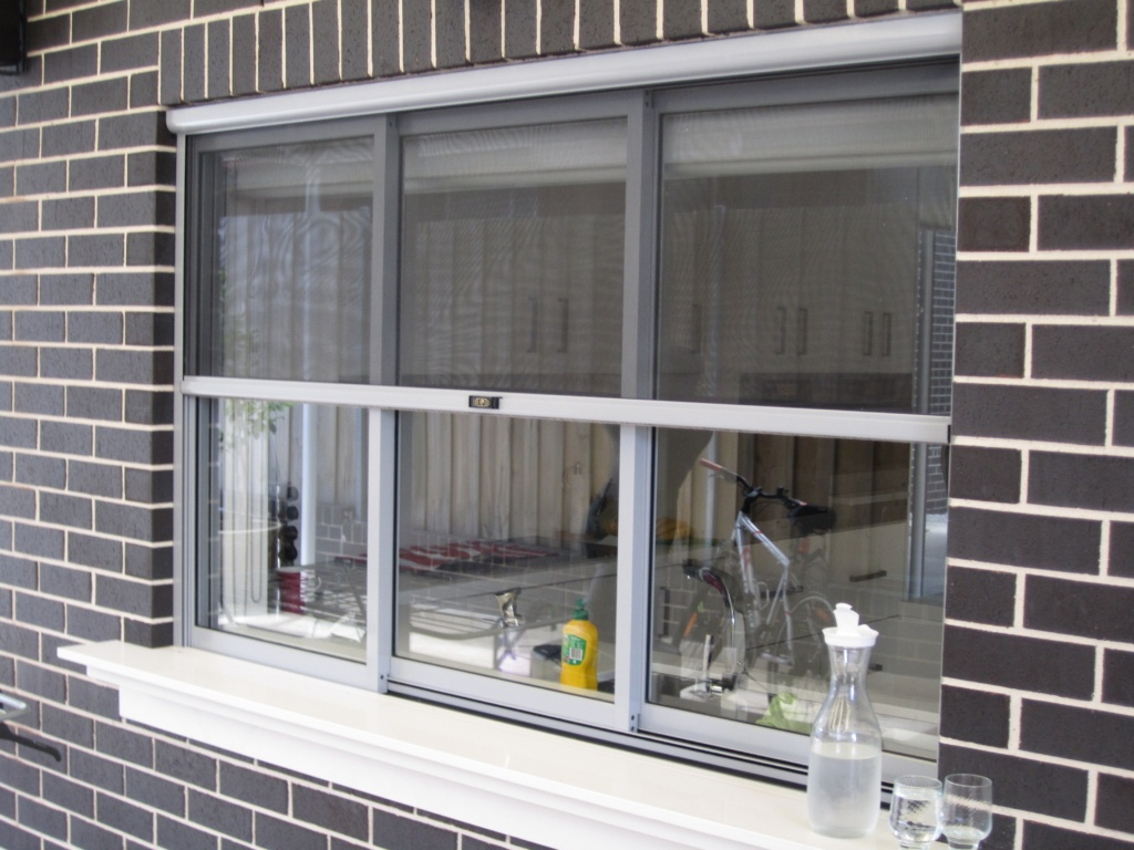 Retractable fly screens for windows